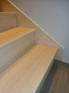 habillage d'un escalier en frêne massif